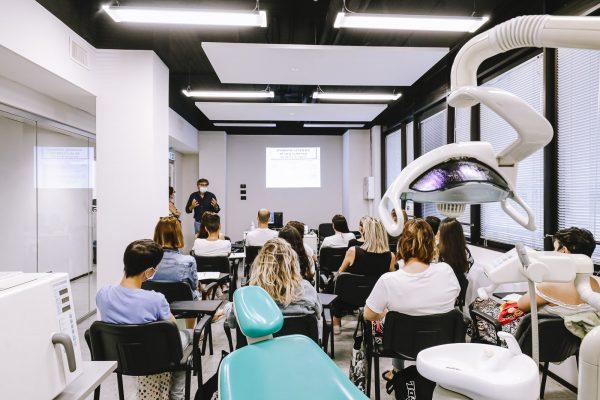 corso assistente studio odontoiatrico: lezione in classe