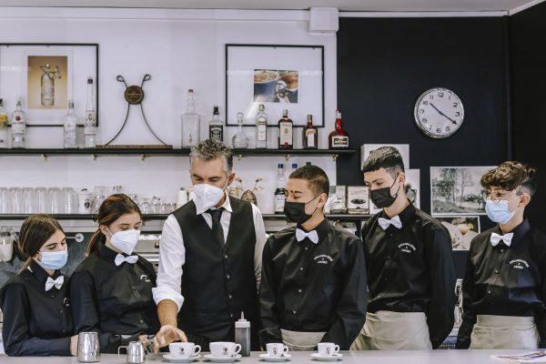 operatore ristorazione sala bar: studenti lezione pratica