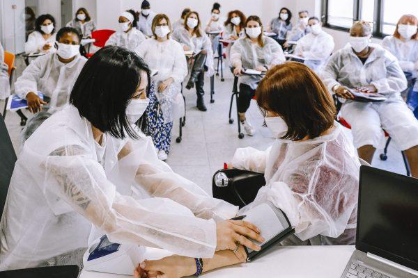 ausiliario socio assistenziale: lezione in aula