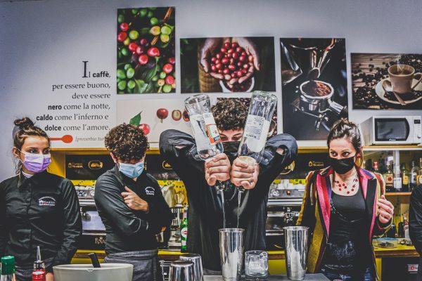 bartender-cocktail-bar-04