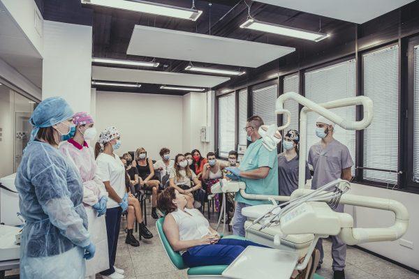 assistente studio odontoiatrico: lezione in aula
