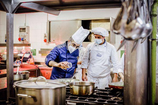 immaginazione-e-lavoro-corso-cucina-insegnante
