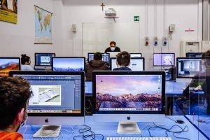 operatore grafico ipermediale: studenti in aula
