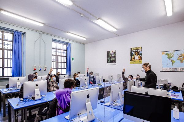 operatore grafico ipermediale: lezione in aula